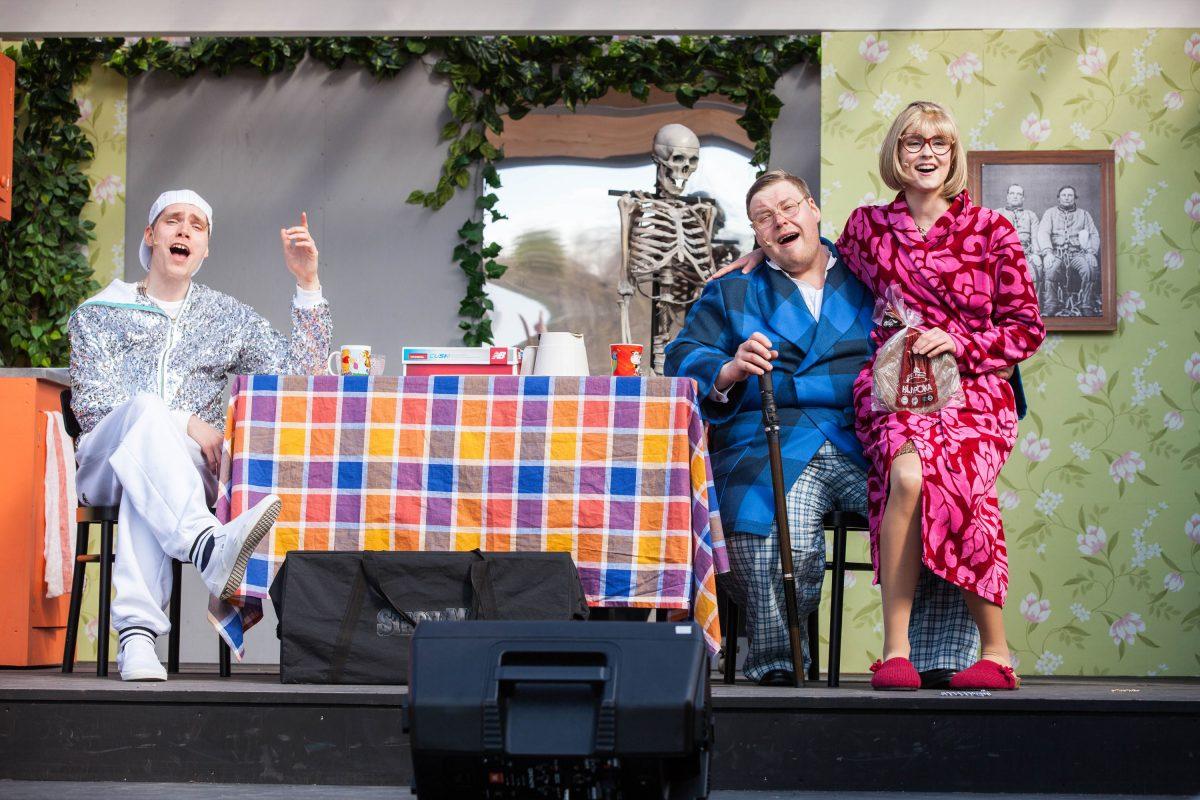 Myymälävarkaan käsikirja. Emil Kihlström (vas.), Juha Suihko ja Katriina Sinisalo.