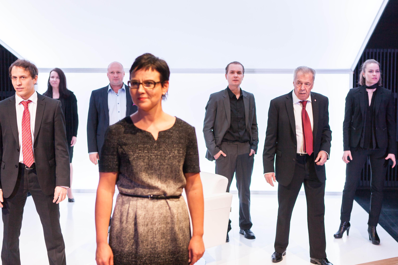 Esitystalous. Pekka Hiltunen (vas.), Mia Vuorela, Jani Johansson, Mari Pöytälaakso, Topi Kohonen, Esko Rissanen ja Anna Ackerman.