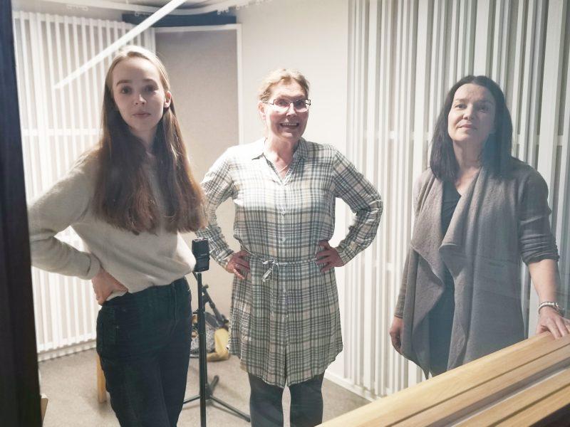 Lämpiöelämää-podcast. Henna Sormunen, Jelena Jokelin-Muilu ja Mia Vuorela.