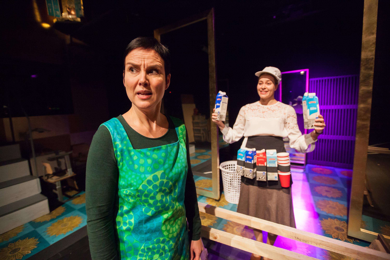 Kaaos. Mari Pöytälaakso ja Anna Ackerman.