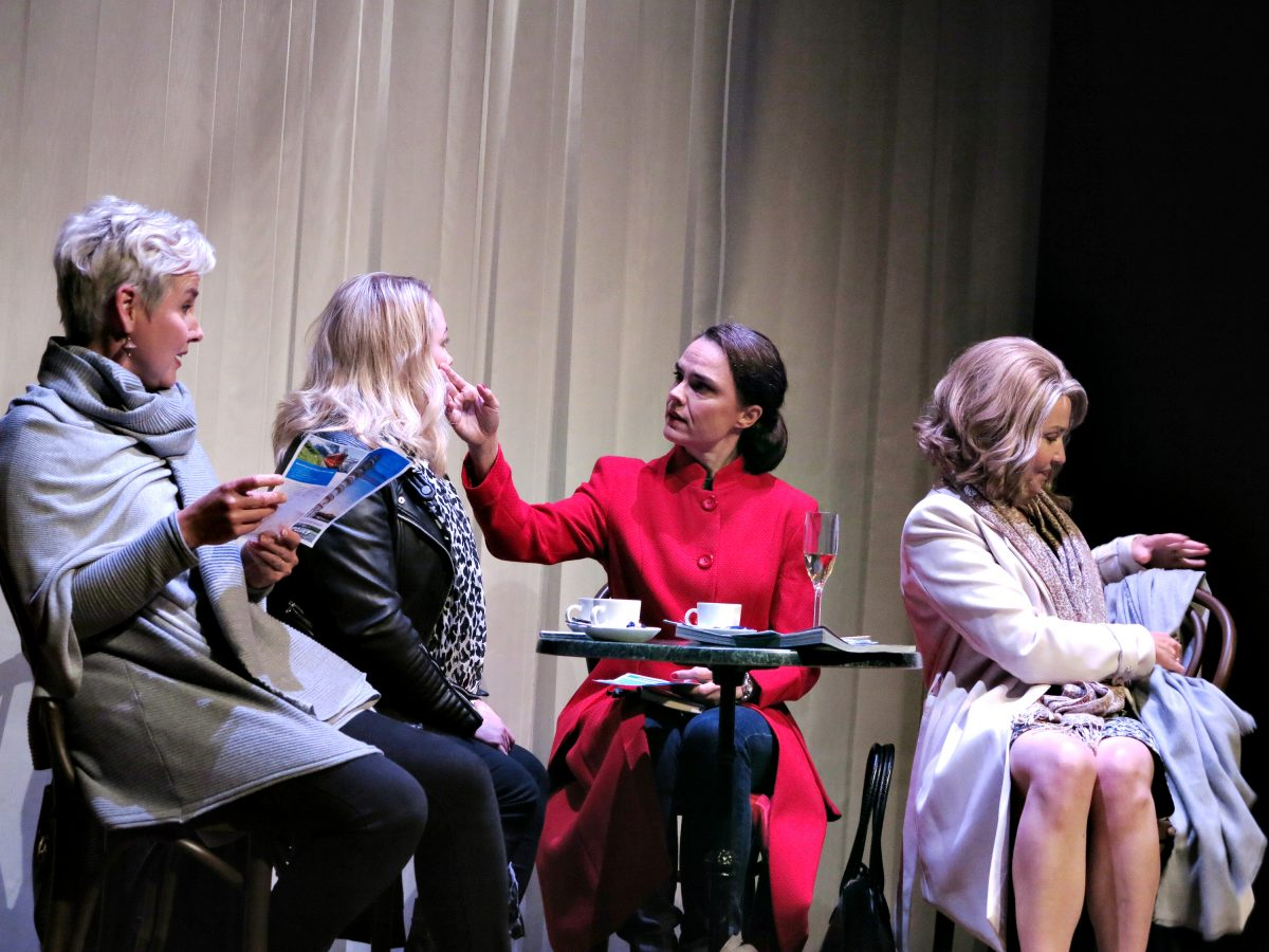 Nimeni on Susanna. Mari Pöytälaakso (vas.), Maria Pere, Liisu Aurasmaa ja Mia Vuorela.
