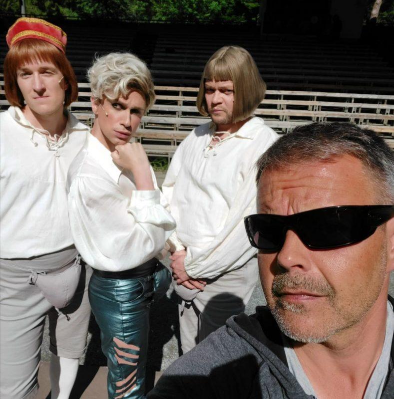 Ohjaaja Pekka Laasonen sekä Pyry Smolander (vas.), Christoffer Strandberg ja Henrik Hammarberg.